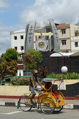 Peace Gong, Kota Ambon, Moluccas (Sekitar) Tags: maluku moluccas molukken pulau nusa islands indonesia asia ambon leitimur kota peace gong rikshaw