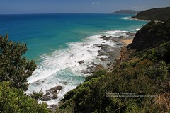 GOR, near Lorne (blauepics) Tags: australia australien victoria great ocean road lorne hills hügel beach strand waves wellen water wasser coast küste rock fels