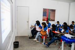 Elisângela Leite_2 (REDES DA MARÉ) Tags: americalatina brasil complexodamaré drywall favela maré novaholanda ong redesdamaré riodejaneiro aula curso jovem placas