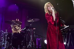 "Austra - Sala Apolo, abril 2017 - 2 - M63C2095 • <a style=""font-size:0.8em;"" href=""http://www.flickr.com/photos/10290099@N07/33179467983/"" target=""_blank"">View on Flickr</a>"