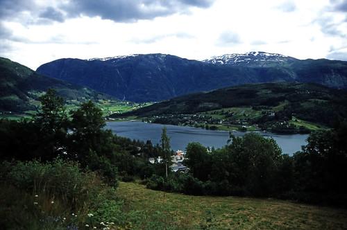 "Norwegen 1998 (074) Ulvik • <a style=""font-size:0.8em;"" href=""http://www.flickr.com/photos/69570948@N04/33254360003/"" target=""_blank"">View on Flickr</a>"