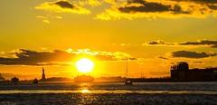 Magical Sunset in NYC III (gatetegris) Tags: ny nyc newyork usa estadosunidos hudsonriver manhattan lowermanhattan sunset sky ocean oceanoatlantico ocaso atlantic atlantico atlanticocean atardecer frombrooklyn brooklynbridgepark dumbo dusk postadesol puestadesol sea mar travel viajar viaje vacaciones statueofliberty estatuadelalibertad