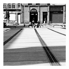 parallel lines (japanese forms) Tags: ©japaneseforms2017 ボケ ボケ味 モノクロ 日本フォーム 黒と白 bw blackwhite blackandwhite blancoynegro blondie bokeh candid monochrome parallellines random schwarzweis square squareformat strasenfotografie straatfotografie streetphotography vlaanderen zwartwit