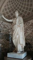 The Louvre (deadmanjones) Tags: statue louvre muséedulouvre thelouvre louvremuseum