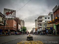 Desde Abajo (Lex Arias / LeoAr Photography) Tags: 2017 barquisimeto calle callejera city ciudad everybodystreet fotografíacallejera iglexariasphotos leoarphotography lexarias nikon nikond3100 street streetphotography venezuela