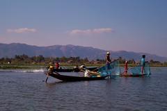 Lac Inle - pêcheurs Intha 1 (luco*) Tags: myanmar birmanie burma lac inle lake pêcheurs intha fishermen bateau boat pirogue