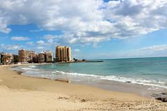 La playa y la naturaleza humana (PhotoAlvaro97) Tags: torrevieja canon canon1300d playa beach sol sun day night dia noche water sky nature clouds españa spain alicante sea