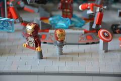 Labo stark 02 (John_Toulouse) Tags: moc mod lego johntoulouse super heroes sh ironman iron man avengers stark labo armor