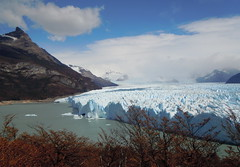 Los Glaciares natural park and Perito Moreno glacier - Argentina (Germán Vogel) Tags: southamerica latinamerica travel traveldestinations traveltourism tourism touristattraction landmark holidaydestination argentina patagonia santacruz losglaciares nationalpark parquenacional glacier peritomoreno naturallandscape nature frozen ice cold weather climate climatechange globalwarming andes mountain