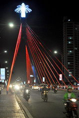 Focal point (Roving I) Tags: traffic bridges danang design illuminations leds lighting displays vertical vietnam nightlife
