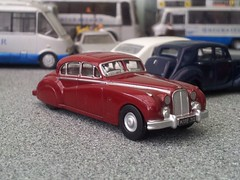 If it's good enough for the Queen Mother... (quicksilver coaches) Tags: model jaguar oo diecast 176 markvii oxforddiecast