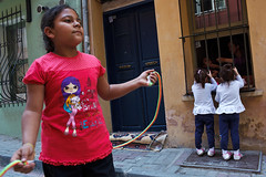 Twins - Istanbul, Turkey (Maciej Dakowicz) Tags: street city people turkey children istanbul fatih balat