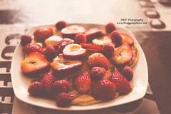 Pancakes, strawberries & coconut sirup (l AKP Photography) Tags: food beautiful pancakes photography beautifullight strawberries foodporn matte sirup foodlove akpphotography bloggakpphoto