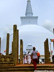 "Templos de Anuradhapura • <a style=""font-size:0.8em;"" href=""http://www.flickr.com/photos/92957341@N07/9166324752/"" target=""_blank"">View on Flickr</a>"