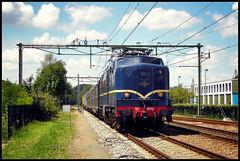 20110612 NSM 1202 + NSM 1312 met rijtuigen door Driebergen-Zeist (Koen Brouwer) Tags: station train plane gare zug bahnhof express juli trein 1202 nsm heimwee spoorwegmuseum 2011 locomotief pland elok 1312 eloc rijtuigen berlijnsblauw
