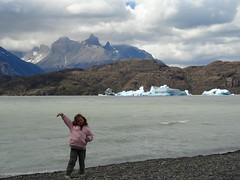 Julieta, en la avanzada conmigo... (Euge ARG) Tags: chile torresdelpaine vacaciones parquenacional parquenacionaltorresdelpaine