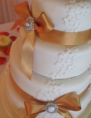 Blossom & Brooch Wedding Cake