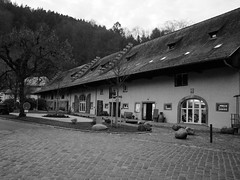 in the courtyard of the monastery Lichtenthal (2) (BZK2011) Tags: bw monastery kloster schwarzweis lichtental lichtenthal klosterlichtenthal vision:mountain=0691 vision:sky=0768 vision:outdoor=0972 vision:car=0519