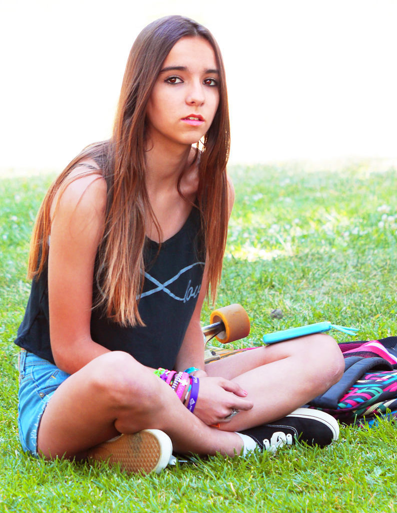 Torrents contacts brunette teen