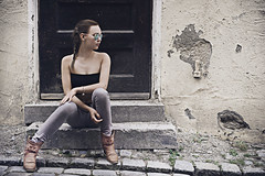 Streetlife (ColdPrint Photography) Tags: door portrait people girl fashion wall stairs germany bayern deutschland sitting streetlife treppe damaged tr ulm