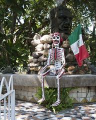 Pan Handler (brentus69) Tags: mexico jalesco puertovallarta streetphotography interesting fun nikon d700 nikond700 skeleton panhandler