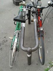 klamerice (Infra Sindikatbiciklista) Tags: pariz parkiranje