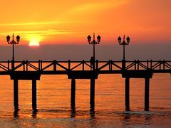 Embarcadero (camus agp) Tags: amanecer embarcadero pier mar marmediterraneo horizonte niebla farolas siluetas