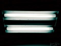 Midnight nonsense (90000x0000a) Tags: mobography mobilgrafía light luz oscuridad darknes midnight medianoche huawei huaweip8lite lamp lámpara night noche