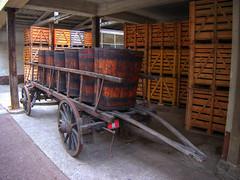 Tonneau à vendange, Bergheim (Co-jjack) Tags: alsace tonneaux hdrsingleraw hdrenfrancais charette bois fûts