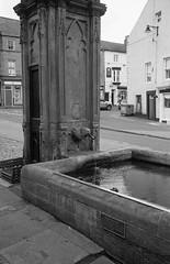 St Michael's Pant Alnwick (Man with Red Eyes) Tags: trix kodak hc110 leicam2 summicron35mmf2 iv v4 analog blackwhite monochrome silverhalide sunnysixteen northumberland northumbria alnwick drinking water fountain listed gradeii pant