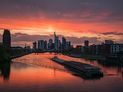 (graveur8x) Tags: frankfurt germany sunset skyline main cityscape river bridge city stadt ship sun light orange red clouds banks skyscrapers sky buildings waves lights deutschland sonnenuntergang wolken lumix lumixgx80 microfourthirds m43 contrast olympus olympusm1240mmf28 explore