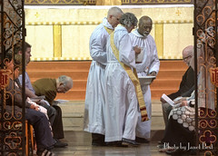 2017MaundyT hurs A .00_29_35_09.Still004 (redroofmontreal) Tags: footwashing maundythursday stjohntheevangelist saintjohntheevangelist stjohntheevangelistmontreal janetbest janetbestphoto redroof redroofchurch mass churchservice liturgy anglican anglocatholic christian church