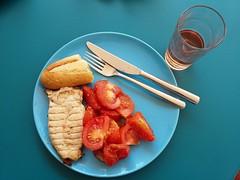 Chicken, Bread and Tomatoes (bonho1962) Tags: tomato bread chicken wmf food azur blue rosé vin wein wine