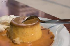 Dulce tentación (Lara Santaella) Tags: flan pudding caramel nata cream spoon cuchara