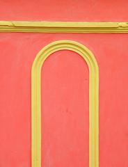 Contrast (Alveart) Tags: guatemala centroamerica centralamerica latinoamerica latinamerica alveart luisalveart quiche elquiche chichichichicastenango ladino colorful graveyard cementerio tombsguatemala
