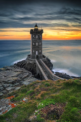 Kermorvan lighthouse ... (Ludovic Lagadec) Tags: finistere poselongue paysage phare lighthouse france nisifilters seascape bretagne breizh brittany marin sunset