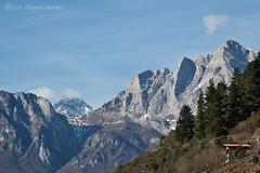 Picos de Europa (Edu.San.) Tags: paisaje montaña naturaleza airelibre nubes nieve roca picosdeeuropa potes asturias españa