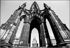 Scott Monument, rear (FlickrDelusions) Tags: blackandwhite bw slr film scotland edinburgh unitedkingdom newtown fp4 scottmonument ilfordfp4 microphen minoltadynax9 sigma18mmf35 fp4130613