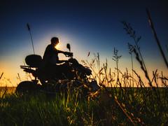 quad. (angsthase.) Tags: light sunset people blur green field silhouette germany deutschland licht weeds shadows bokeh quad flare grn schatten norddeutschland niedersachsen mft jadebusen wesermarsch 2013 micro43 lumixg20f17 epl5 olympuspenepl5