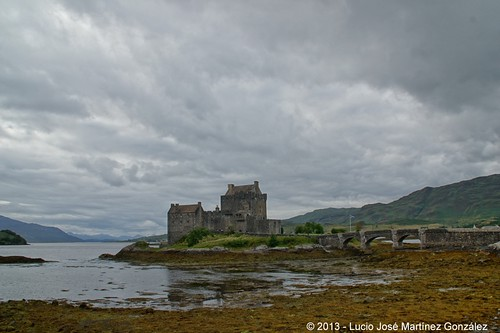 "Eilean Donan Castle • <a style=""font-size:0.8em;"" href=""http://www.flickr.com/photos/26679841@N00/9509161488/"" target=""_blank"">View on Flickr</a>"