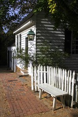 0460 (Marbeck53) Tags: trip travel trees vacation house building lamp architecture canon bench eos bricks historic walkway va colonialwilliamsburg shrub picketfence 60d marbeck53