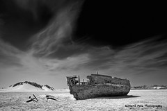 Shipwreck, Crows Point (Richard Pike Photographic) Tags: shipwreck crowspoint vision:outdoor=099 vision:sky=0612 vision:clouds=0892
