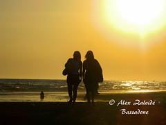 Camino al sol (azalvidebassadone) Tags: sunset sea people espaa woman sun sol beach mar mujer spain nikon huelva playa personas puestadesol puntaumbra