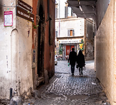 Deux dans une ruelle