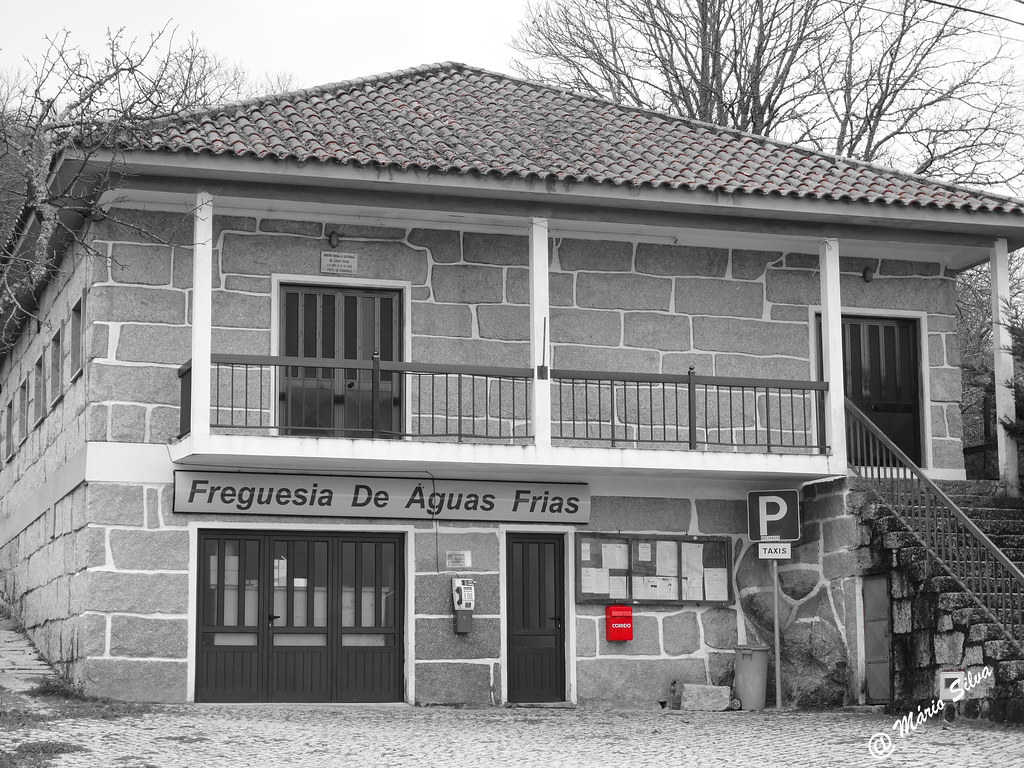 Águas Frias (Chaves) - ... a caixa do correio na sede da Junta de Freguesia