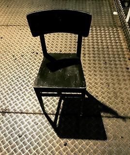 La sedia è arrivata a Padova. Stasera 128esima replica di Malabrenta al Marconi. #teatrobresci #theaterlife #theatrelife #attivamente #fondcariparo #tournée #chisifermaèperduto