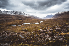 Highland valley (Steffen Walther) Tags: 2016 reise schottland canon5dmarkiii canon1740l scotland travel landscpae outdoors uk britain hiking clouds valley glen lake munro mountains snow lookout reisefotolust wanderlust liathach beinnalligin beinndearg rocks