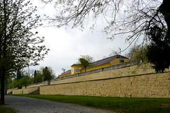 Eisenstadt: Orangerie (rudi_valtiner) Tags: wanderung20170408 leithagebirge eisenstadt frühling spring springtime burgenland österreich austria autriche orangerie orangery schlospark esterházy bastei bastion park garden mauer wand wall