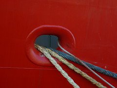 ropes in red  explored 12-04-2017 (Roel Oortwijn) Tags: detail ship schip haven harbour ijmuiden holland explored inexplore minimum minimalism red rood minimaal