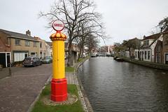 Traditioneel (2) (Maurits van den Toorn) Tags: benzine gas gasoline shell benzin benzinepomp abri halte bushalte schipluiden traditie dorp village water kanaal vaart vlaardingervaart